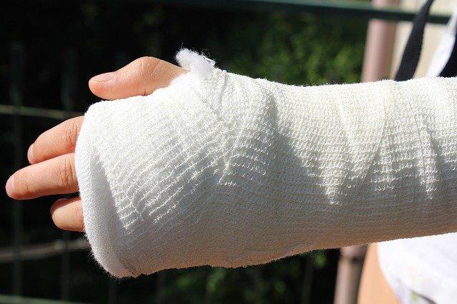 Ile odszkodowania za złamanie kości ramiennej?